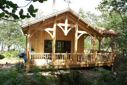 glamping landes la cabane du bord du lac jacuzzi massages. Black Bedroom Furniture Sets. Home Design Ideas