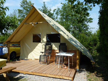 Glamping vaucluse camping la sorguette tipis pods for Tente cuisine camping